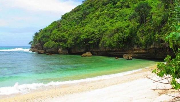Pantai Clungup malang