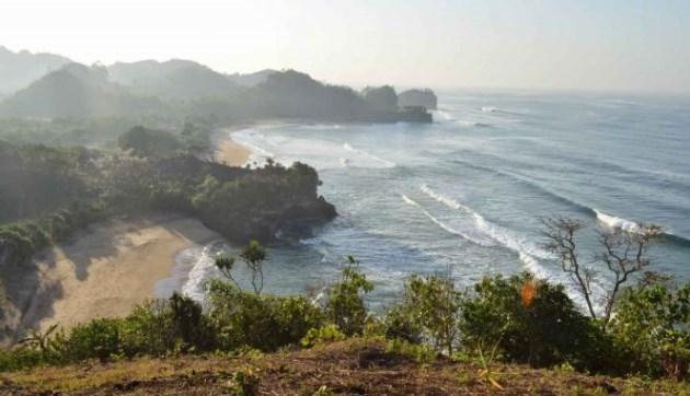 Pantai Nganteb malang