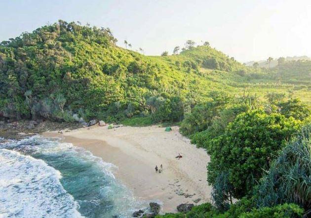 Pantai Watu Lepek malang
